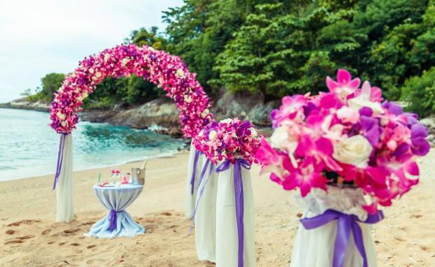 Beach wedding flower arrangements by GrandForest weddings, Phuket, Thailand